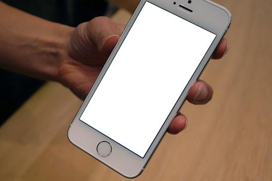 Lỗi màn hình smartphone bị trắng xóa