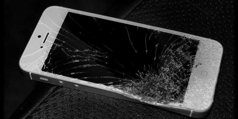 Điện thoại iphone bị bể màn hình thì thay ở đâu Đà Nẵng?