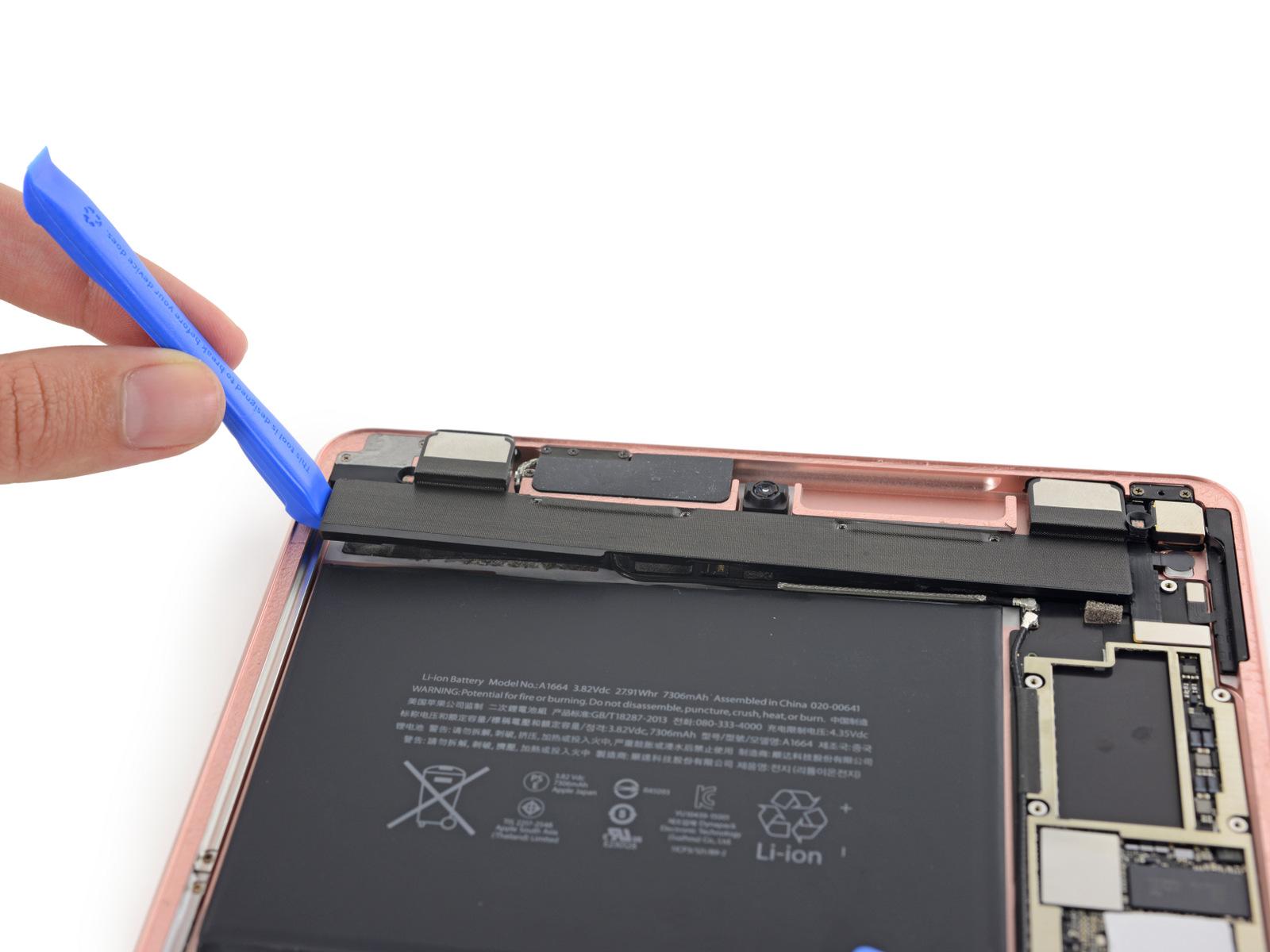 Mang máy tính bảng đến trung tâm uy tín để khắc phục lỗi